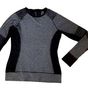 Mondetta Long Sleeve Athletic Top with Thumb Holes and Cute Details Medium